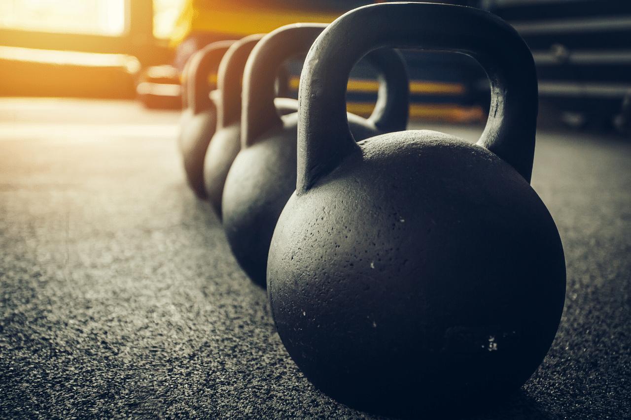 kettlebells sind perfekt fürs home gym